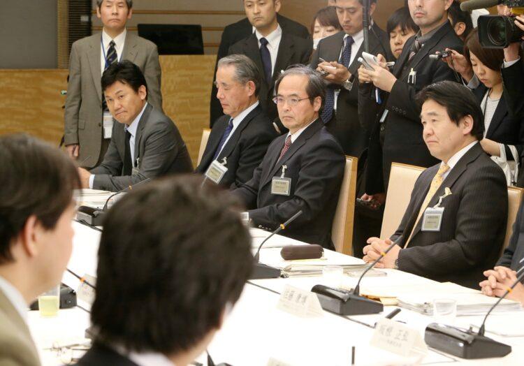 産業競争力会議には竹中氏(右)、三木谷氏(左端)ら菅ブレーンが顔を揃えた(時事通信フォト)