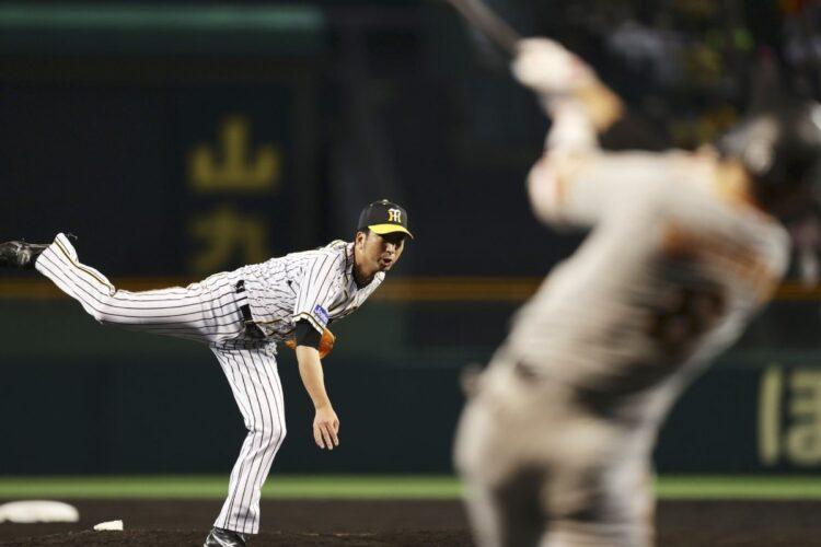 藤川球児は引退試合で代打の坂本勇人を三振に仕留めた(時事通信フォト)