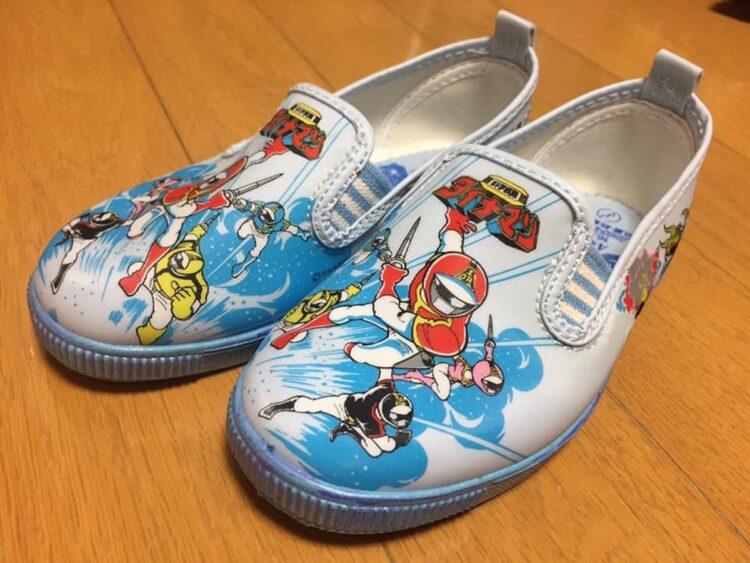 小さい頃、同じ年頃の子供がみんな履いていたため、いまだにこの手のズック靴には憧れがあるという