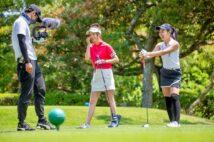 あくまでもゴルフを楽しむことが大事だと奈未さんは語る。「まずは動画として視聴者さんに楽しんでほしいんです。オリジナルルールを作ってラウンドを回ることもあります」
