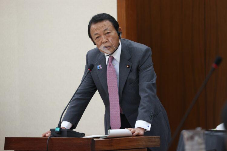 麻生太郎副総理の発言にもよく注目が…(時事通信フォト)