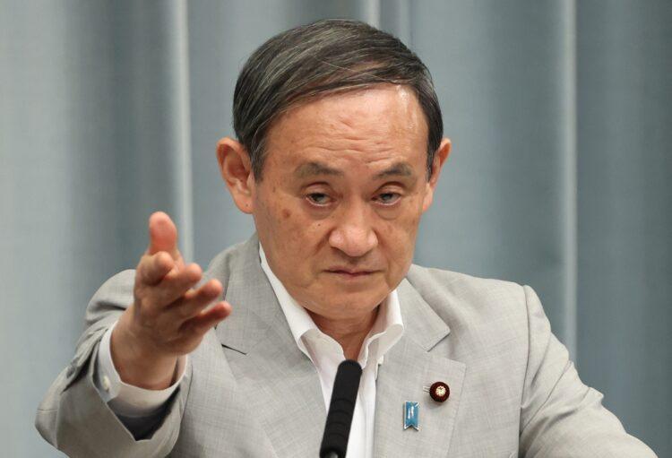 菅首相の疑惑が次々に噴出する…(時事通信フォト)