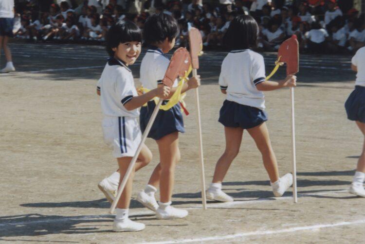 1999年、国立音楽大学附属小学校時代の小室さん(小室さん提供)