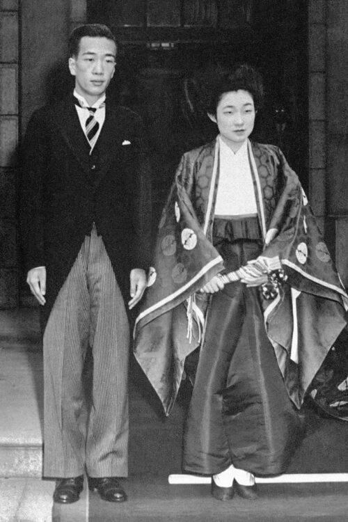 結婚式を終えた直後の池田夫妻。1952年10月10日(時事通信フォト)