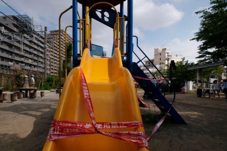 緊急事態宣言時は公園の遊具も使用禁止になるなどした(AFP=時事)