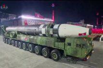 平壌の軍事パレードに登場した北朝鮮の新型大陸間弾道ミサイル(AFP=時事通信フォト)