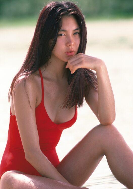 トレンディ女優と呼ばれる前の初々しい浅野温子