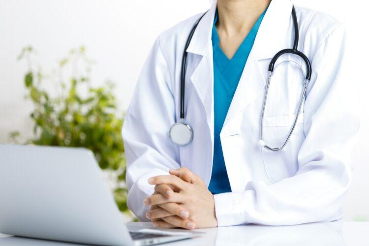 オンライン診療は「医師の話をたくさん聞かないと不安」という人にもメリットが(イメージ)