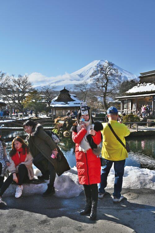 「忍野八海」は、富士山の伏流水を水源とする湧水池