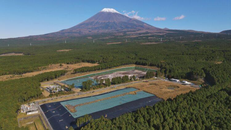富士山の裾野には時代時代の諸問題も(写真は廃棄物処理場)