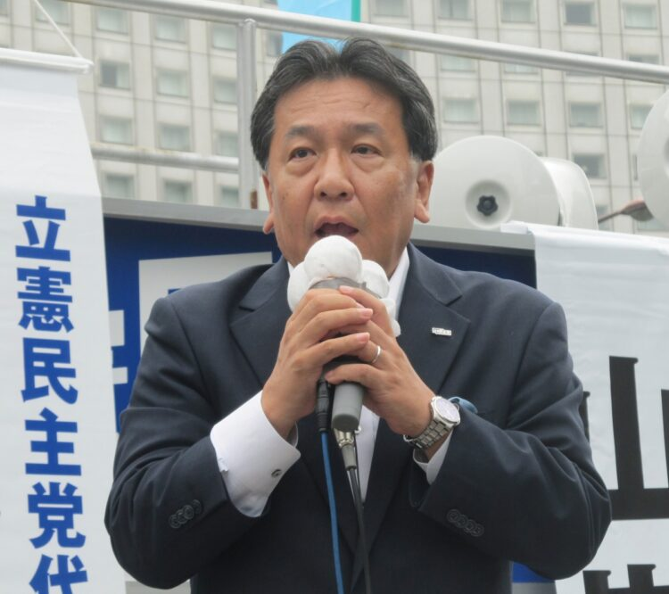 菅首相の支持率低下は総選挙にどう影響するか(時事通信フォト)