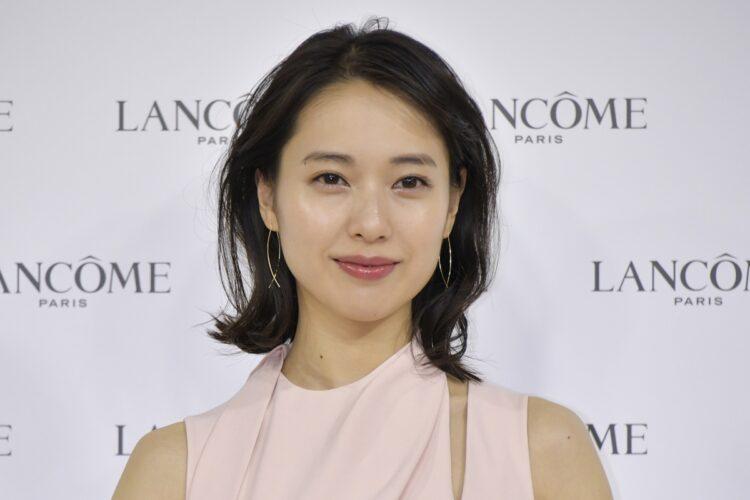 2020年12月に戸田恵梨香と松坂桃李が入籍を発表(時事通信フォト)