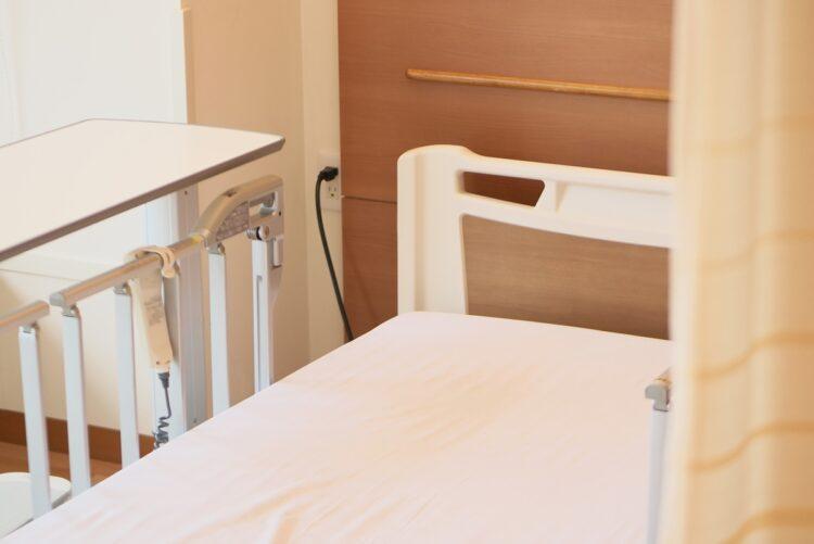 大学病院がコロナ重症者受け入れに消極的では、軽症者等の受け入れまで逼迫するが…(イメージ)