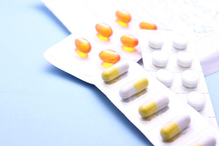多くの薬を飲む際の注意点は?(イメージ)