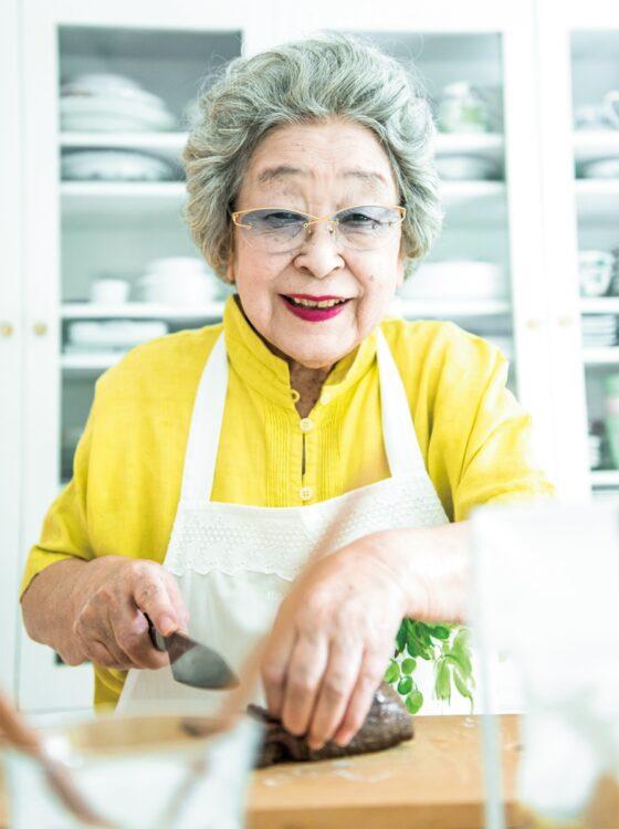 家庭料理の大切さを教えてくれた鈴木登紀子さん(撮影/近藤篤)
