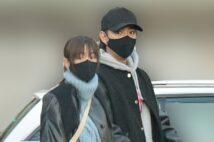 桐谷美玲と三浦翔平のベビーカーでお出かけ姿 愛犬家マナーにも好印象