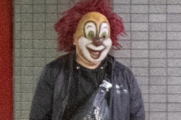 セカオワのピエロ DJ LOVE「マスクはいつ外すのか?」帰宅時の姿