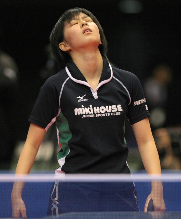 2008年、全日本選手権準決勝で破れ、空を見上げる。惜しくも決勝進出は逃すことに(時事通信フォト)