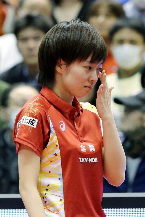 2014年、20才で2度目の全日本優勝。インタビューで涙を見せるかすみん(時事通信フォト)