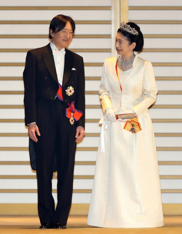 秋篠宮夫妻(時事通信フォト)