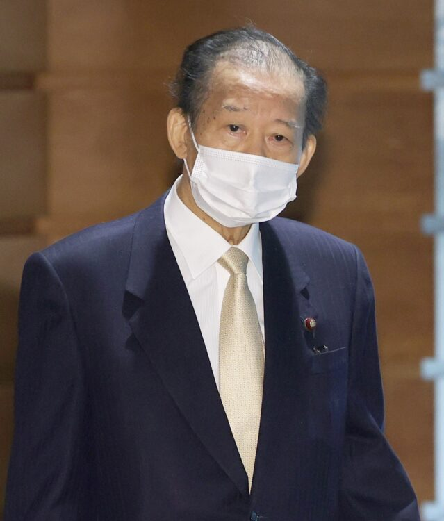 二階俊博・幹事長は「総理は果断に対応した」とかばった(時事通信フォト)