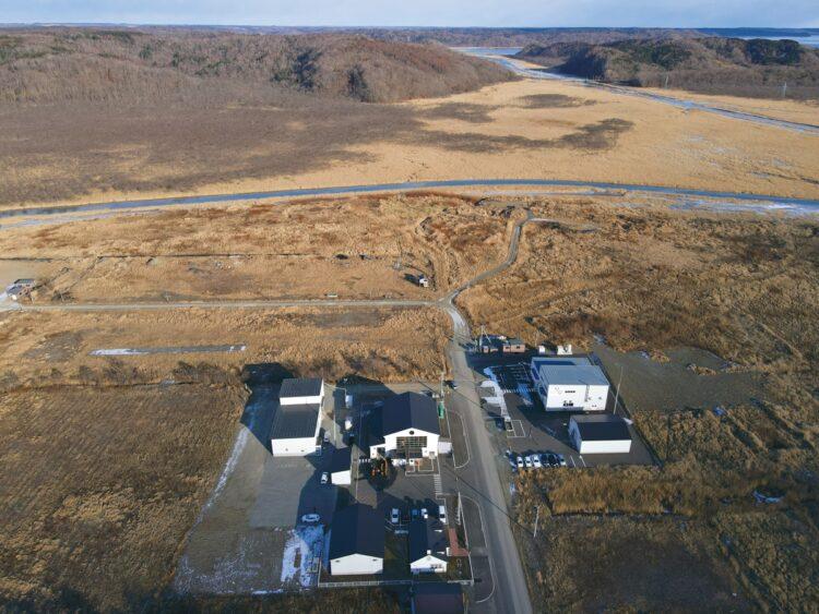 2010年から厚岸町と交渉を重ね、蒸溜所を建設。湿地帯に建つため土台に発泡スチロールを敷き詰める工法が用いられている