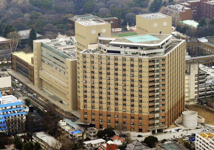 国立大学病院はなぜコロナ患者の受け入れが少ないのか(東大病院、写真/共同通信社)