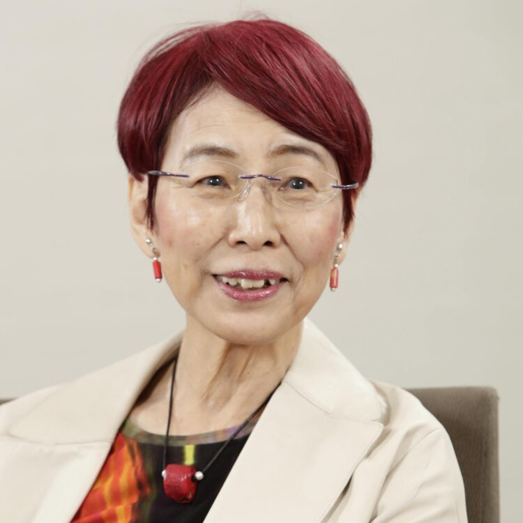 上野さんは、樋口恵子さんとの今日と『しがらみを捨ててこれからを楽しむ 人生のやめどき』(マガジンハウス刊)で「やめどきを考えることは始まりをふりかえること」と語っている(写真/共同通信社)