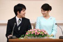 婚約内定会見時の2人(2017年9月、東京・港区 撮影/JMPA)