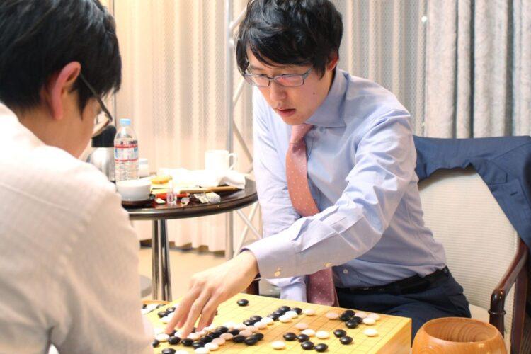 9年連続で1億円超えの賞金を獲得している井山裕太三冠(時事通信フォト)