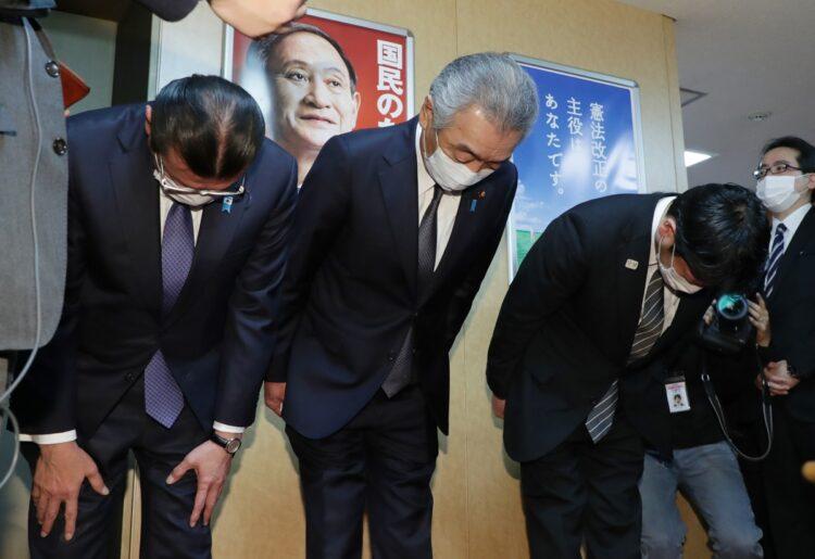 次の選挙で苦戦を強いられる議員は?(中央は松本純氏、時事通信フォト)
