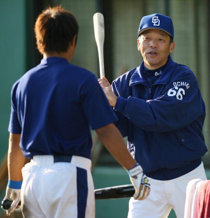 井端弘和が「落合監督の嫌なノック」を振り返る(時事通信フォト)