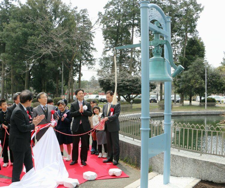 2017年に佐賀県が国立ハンセン病療養所に寄贈した「希望の鐘」。これをモデルに新たな鐘を制作しようとしていた(写真/共同通信社)