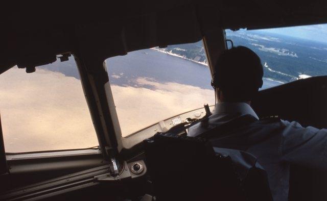 飛行回数激減で若手パイロットの技術に懸念?(イメージ)