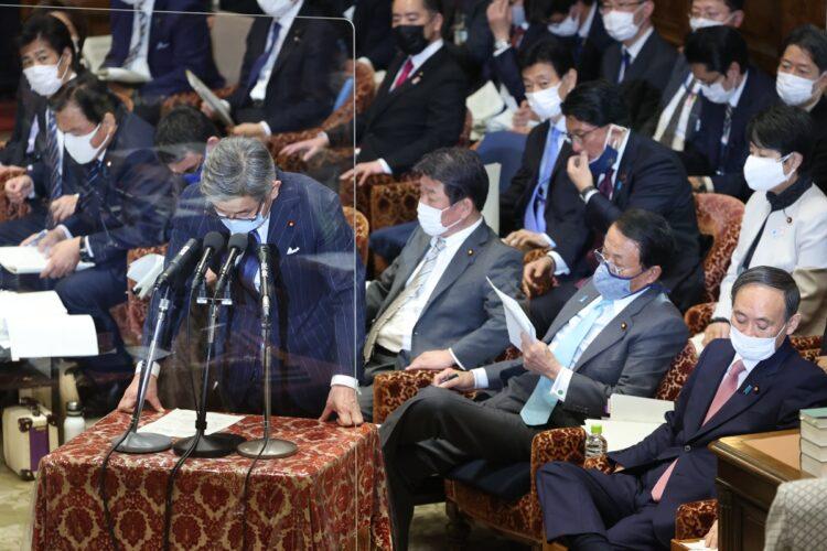 文春の報道を受け、武田良太総務相は国会で謝罪した(時事通信フォト)