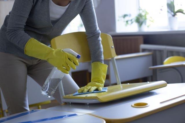 特に学校や公共施設などで需要が多い除菌代行業