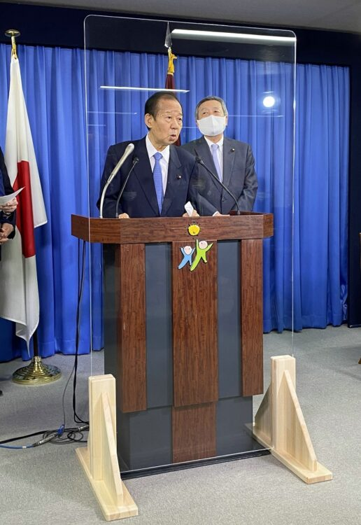 自民党きっての親中国派として知られる二階俊博・幹事長(左)(時事通信フォト)