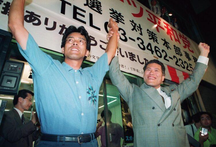 参議院議員を務めた江本孟紀氏(左)が当時を振り返る(時事通信フォト)