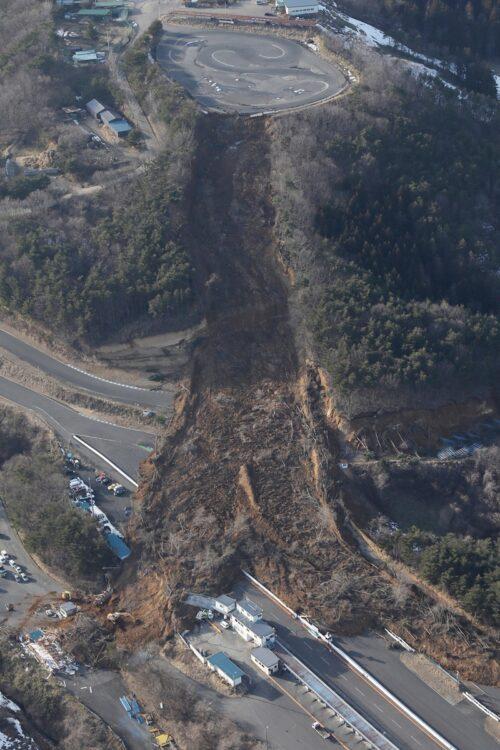 今回の地震で福島県二本松市のサーキット場では土砂崩れが発生(時事通信フォト)