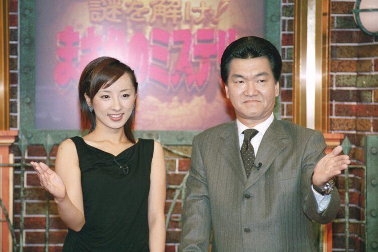 西尾由佳理アナと島田紳助(時事通信フォト)