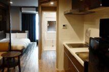 ドーミーレジデンス市ヶ谷のモダンな客室(筆者撮影)