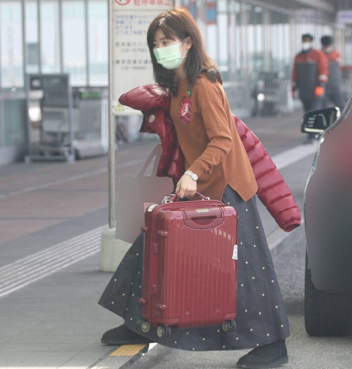 空港に現れた