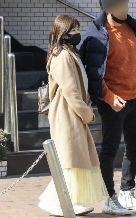 黄色スカート、美スタイル