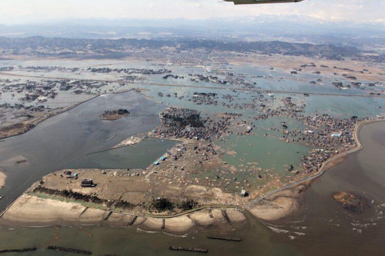 宮城県亘理町は津波直後は町全体が海水に覆われた状態だった。