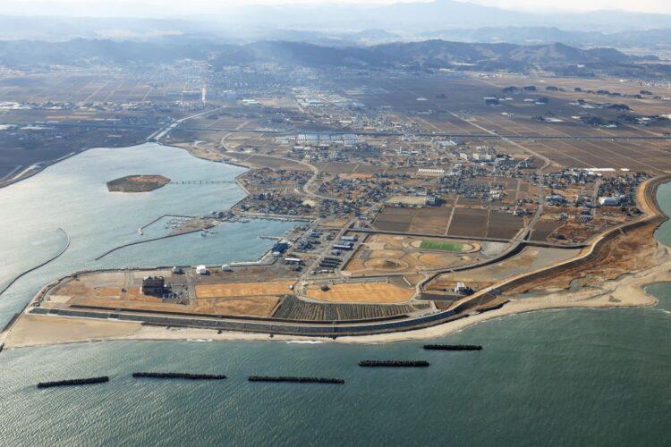 現在は海岸が整備された亘理町。