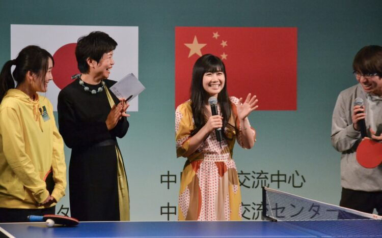 中国での人気は揺るがない?(写真は2019年の日中青年交流イベント/時事通信フォト)