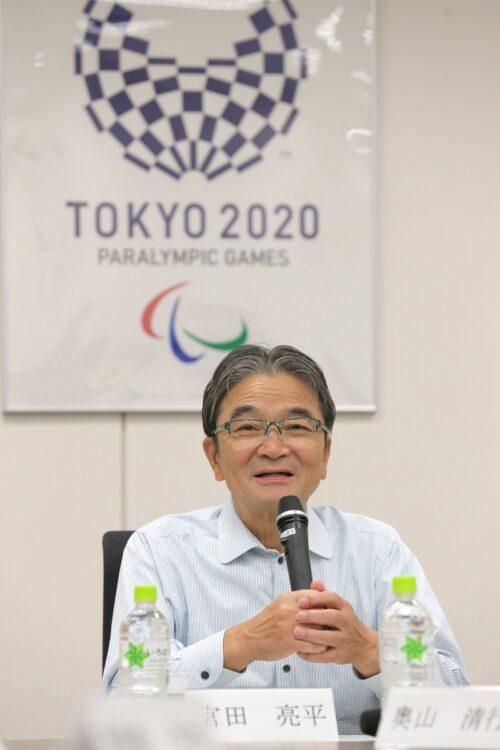 宮田亮平文化庁長官は、東京五輪のメダルデザインの会長も務める(時事通信フォト)