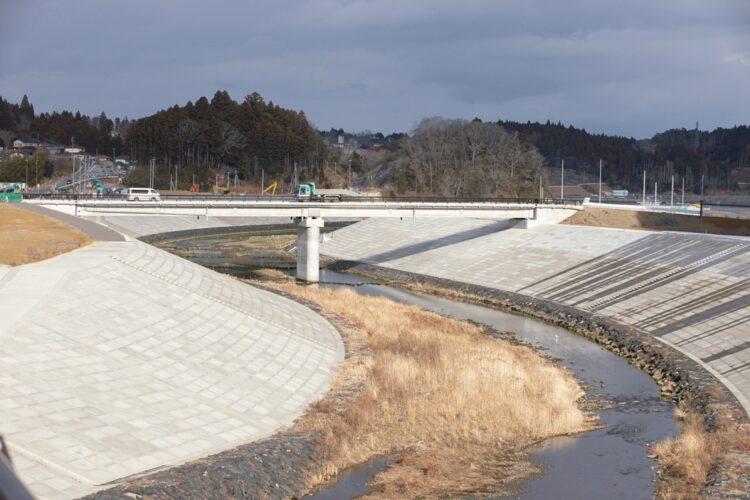 2021年2月19日の宮城・南三陸町、現在、伊里前川の河川堤防は8.7mの高さで整備