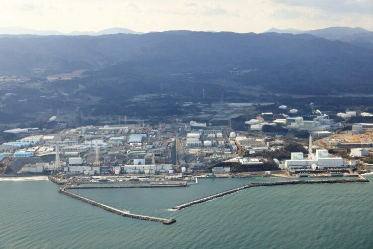 2021年2月11日の福島第一原発。1000基を超える汚染水の貯蔵タンクが増設された