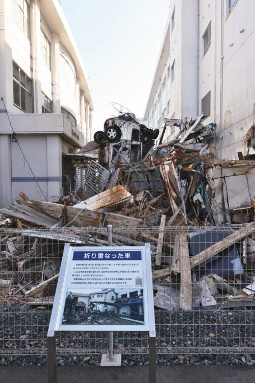 震災当時の様子を残すことで、後世に教訓を伝える(写真は気仙沼向洋高校旧校舎の「今も残る折り重なった車」)